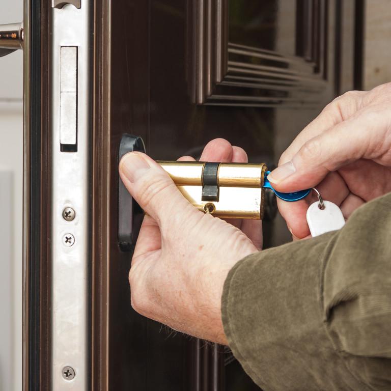 Serrurerie manuelle ou électrique (porte entrée, garage ou intérieure)